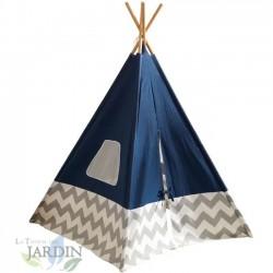 Cabaña india con lona azul y cañas de bambú
