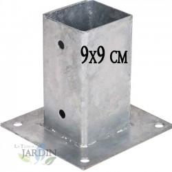 Anclaje cuadrado metálico 9x9 cm, base 15x15 cm. Ideal para postes de madera.